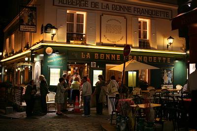 Montmartre [Canon5D/EF50mm1.2 | 1/25s | F1.8 | ISO100 | handheld]