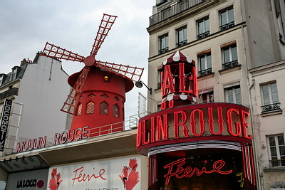 Moulin Rouge [Canon5D/EF17-40 | 1/15s | F13 | ISO100 | handheld]