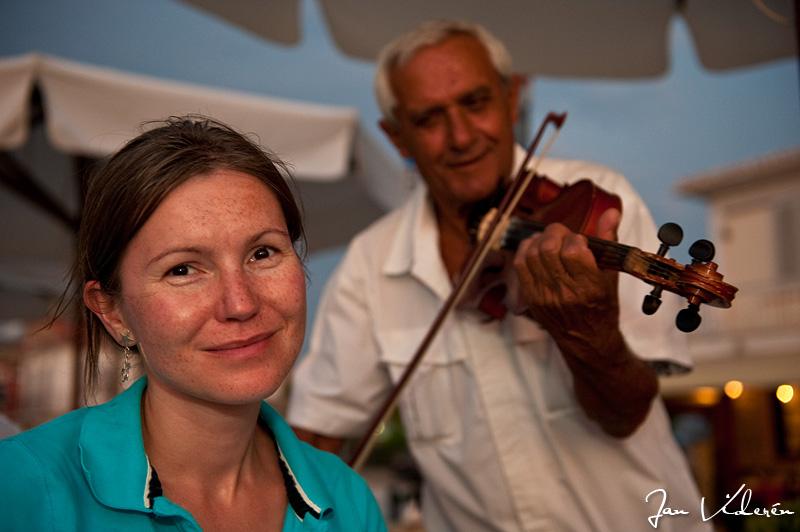 Aleks and violinist